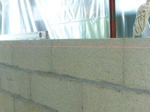 Utilisation d'un niveau laser pour la construction des murs