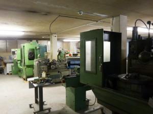Nouvelle zone mécanique. Vue sur les machines-outil CNC